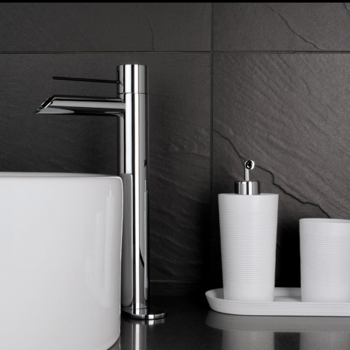 Wall mounted basin faucet