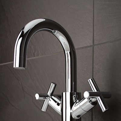 Washbasin faucet with cross handles